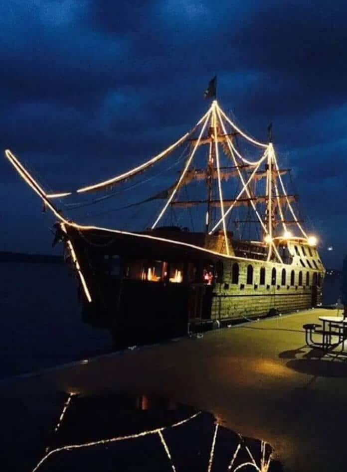Pirate Ship On The Mississippi With Airbnb1